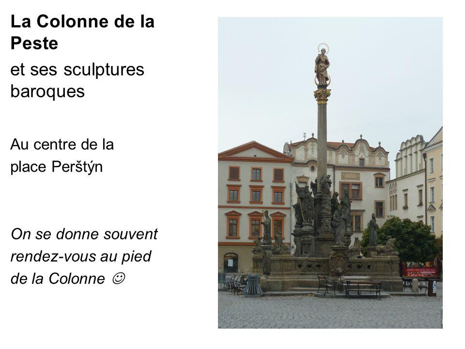 La Colonne de la Peste et ses sculptures baroques Au centre de la place Perštýn On se donne souvent rendez-vous au pied de la Colonne