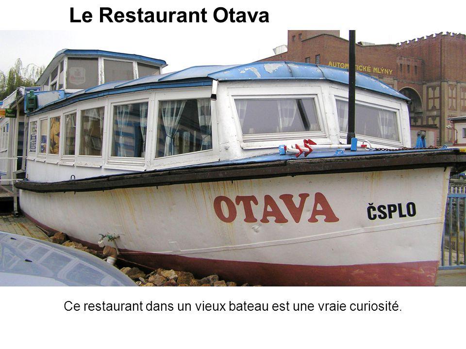 Le Restaurant Otava Ce restaurant dans un vieux bateau est une vraie curiosité.