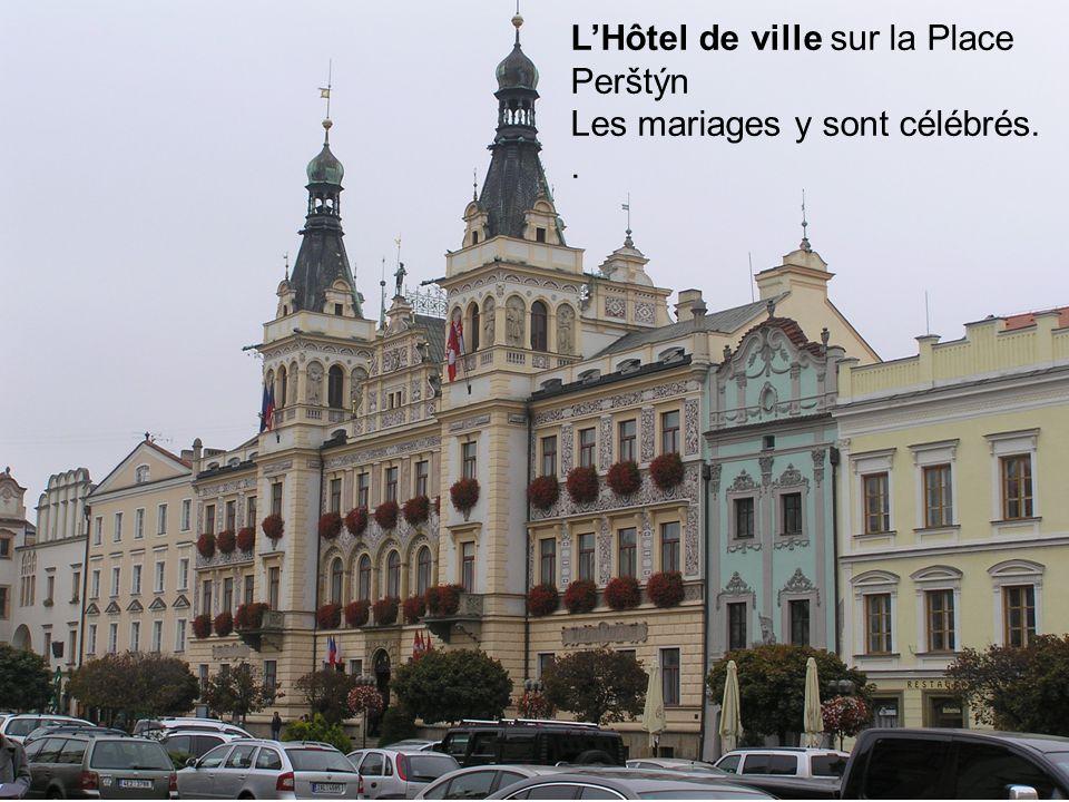 L'Hôtel de ville sur la Place Perštýn Les mariages y sont célébrés..