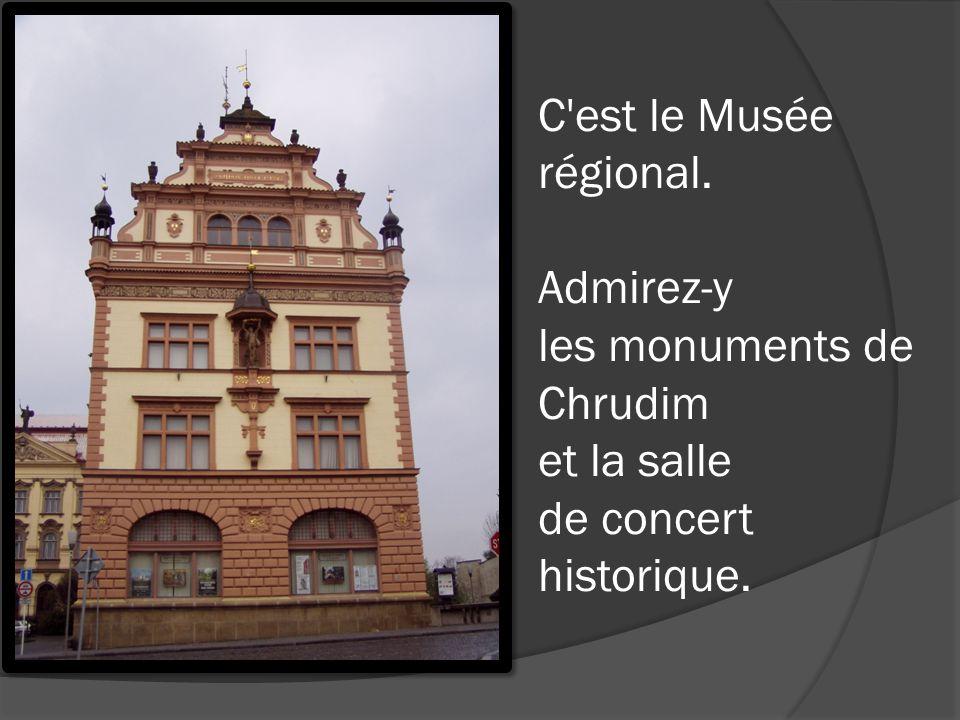 C'est le Musée régional. Admirez-y les monuments de Chrudim et la salle de concert historique.