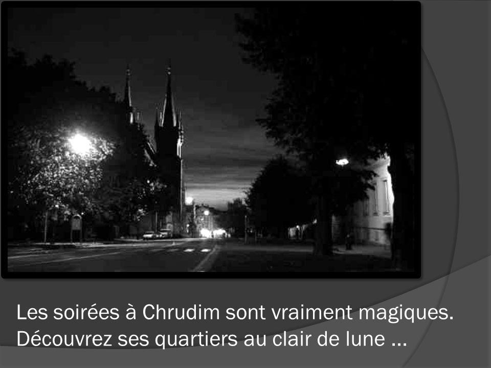 Les soirées à Chrudim sont vraiment magiques. Découvrez ses quartiers au clair de lune...