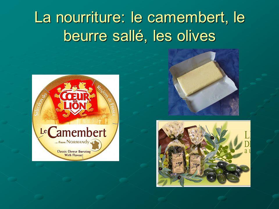La nourriture: le camembert, le beurre sallé, les olives