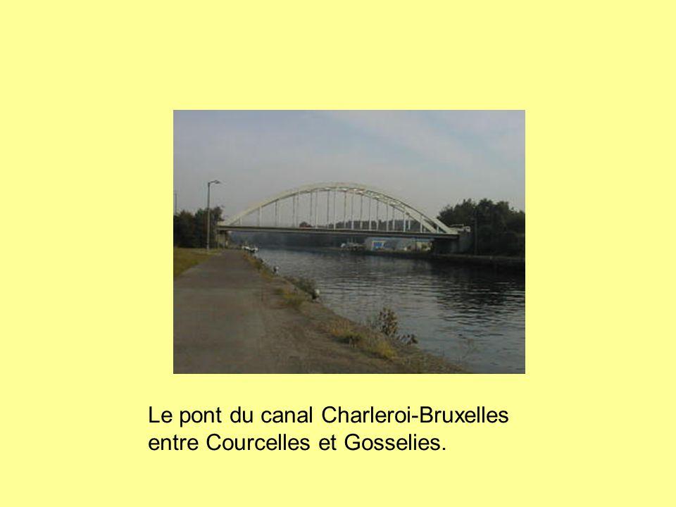 Le pont du canal Charleroi-Bruxelles entre Courcelles et Gosselies.