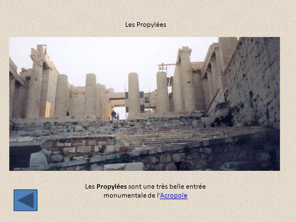 Les Propylées Les Propylées sont une très belle entrée monumentale de l'AcropoleAcropole