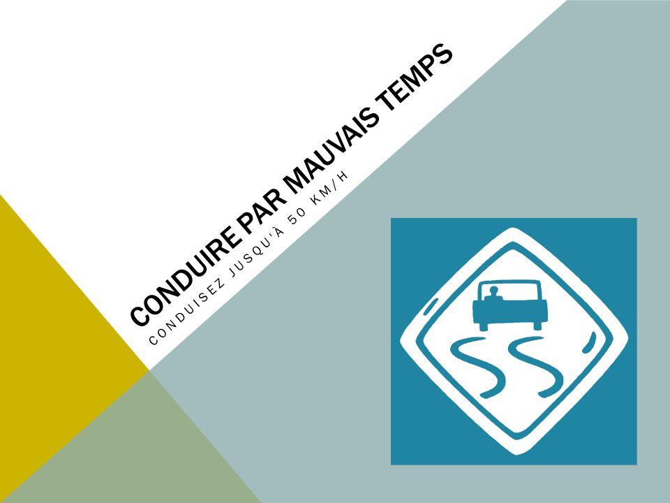 PAR TEMPS DE PLUIE Conservez une distance de sécurité de deux traits Si la visibilité est réduite : ralentissez encore augmentez les distances de sécurité allumez vos feux de croisement.