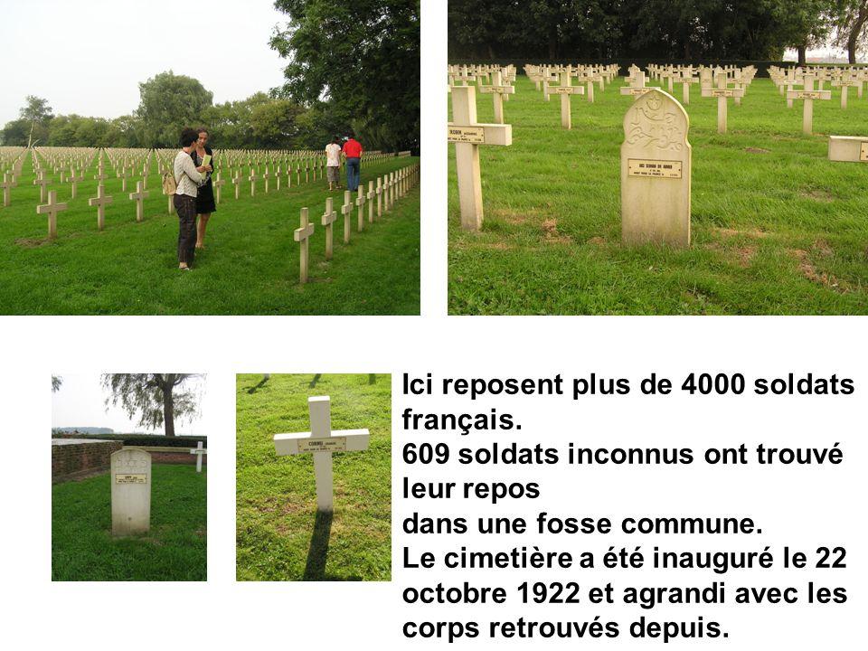 Ici reposent plus de 4000 soldats français. 609 soldats inconnus ont trouvé leur repos dans une fosse commune. Le cimetière a été inauguré le 22 octob