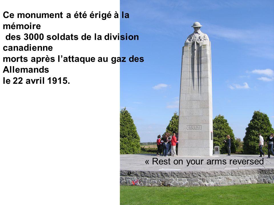 Ce monument a été érigé à la mémoire des 3000 soldats de la division canadienne morts après l'attaque au gaz des Allemands le 22 avril 1915.