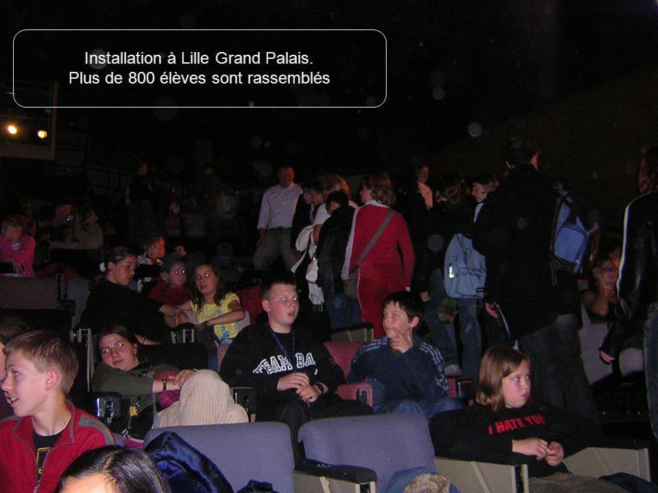 Installation à Lille Grand Palais. Plus de 800 élèves sont rassemblés