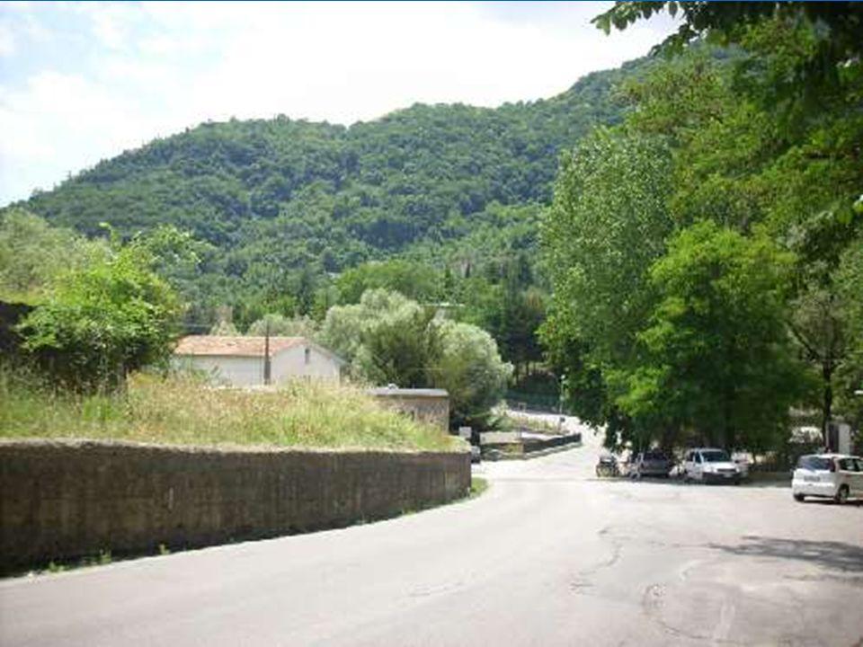 Au dessus de Caposele, tout en haut de la montagne: Le sanctuaire de San Gerardo.