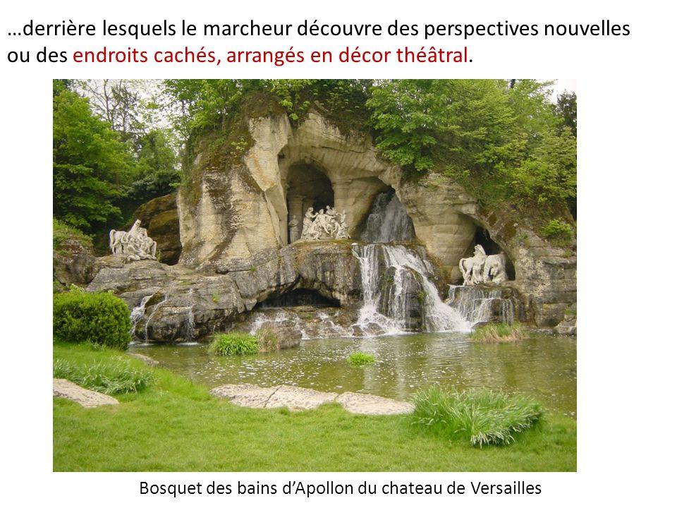 Bosquet des bains d'Apollon du chateau de Versailles …derrière lesquels le marcheur découvre des perspectives nouvelles ou des endroits cachés, arrangés en décor théâtral.