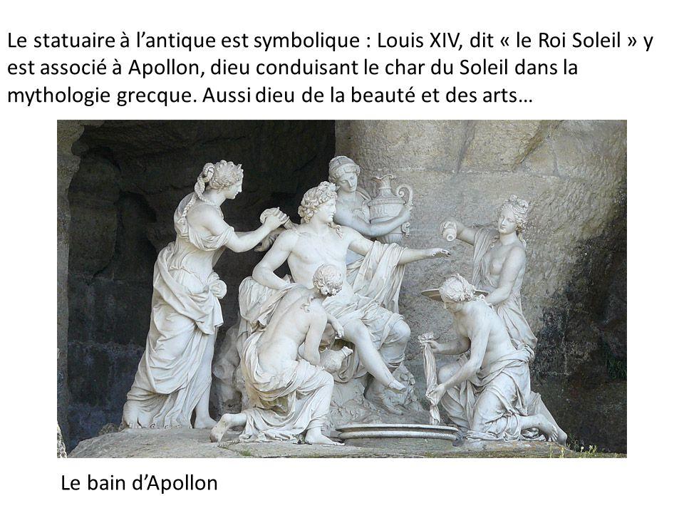 Le statuaire à l'antique est symbolique : Louis XIV, dit « le Roi Soleil » y est associé à Apollon, dieu conduisant le char du Soleil dans la mythologie grecque.