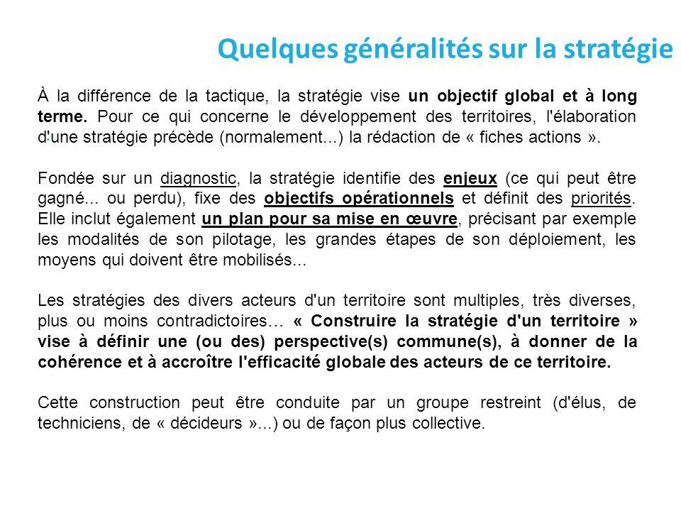 Quelques généralités sur la stratégie. À la différence de la tactique, la stratégie vise un objectif global et à long terme. Pour ce qui concerne le d