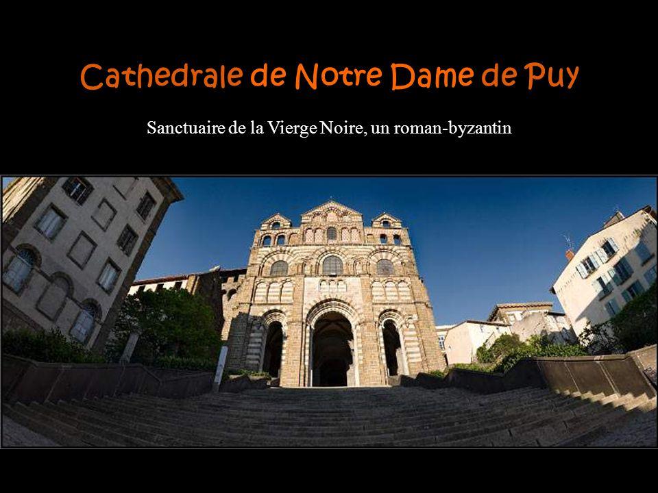 L'architecture médiévale est l'une des caractéristiques les plus importantes. Exemple d'entre eux est la cathédrale du Puy et l'Hôtel-Dieu Saint-Jacqu