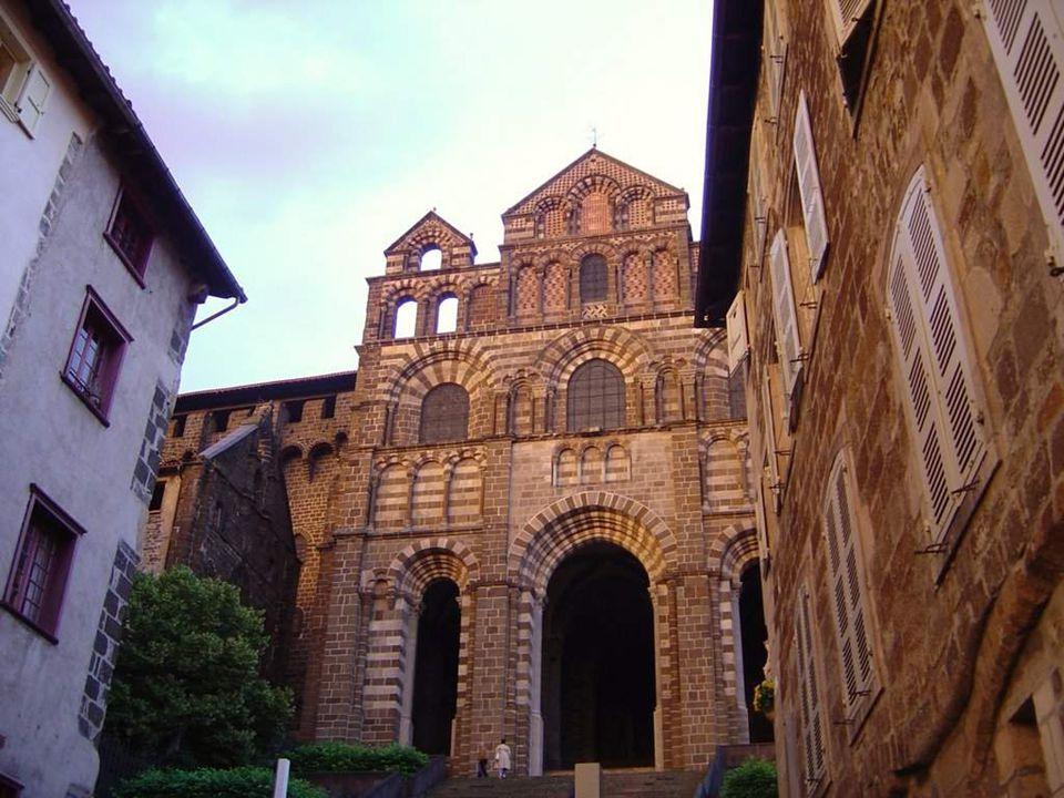 Cathedrale de Notre Dame de Puy Sanctuaire de la Vierge Noire, un roman-byzantin