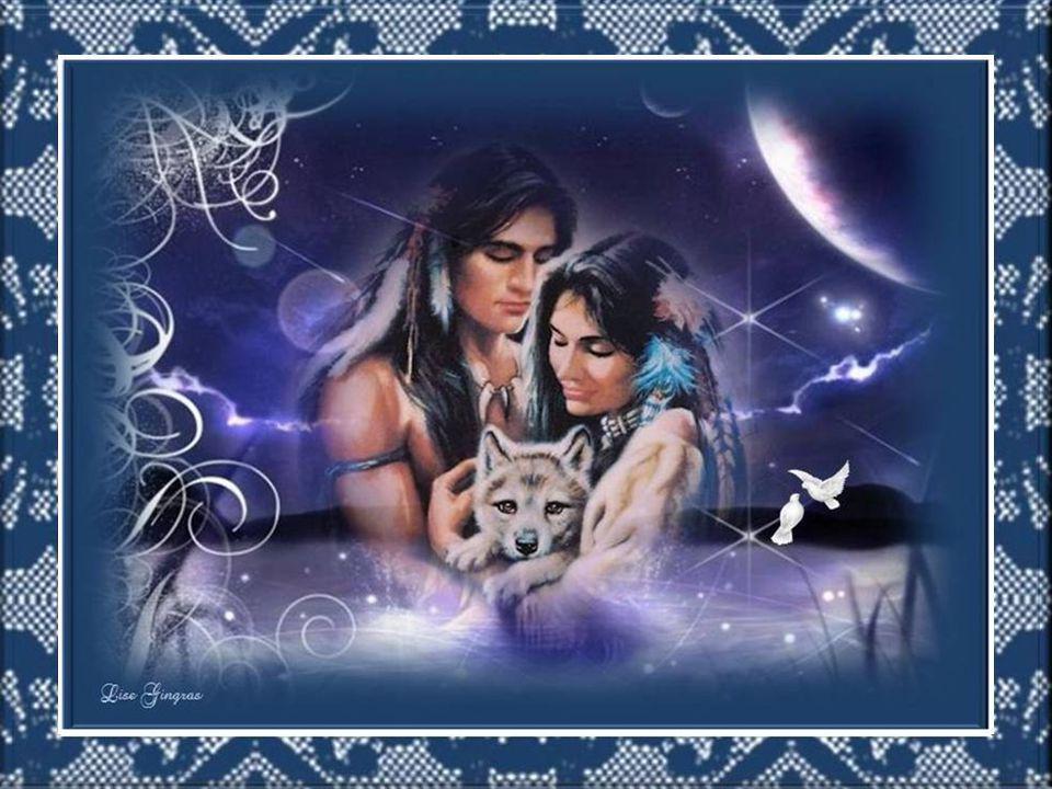 La lune brille au firmament comme un miroir; Elle écoute les murmures dans le ciel noir; Les étoiles scintillent au cœur du paradis; Aux quatre vents la lune frémit et s'assoupit…