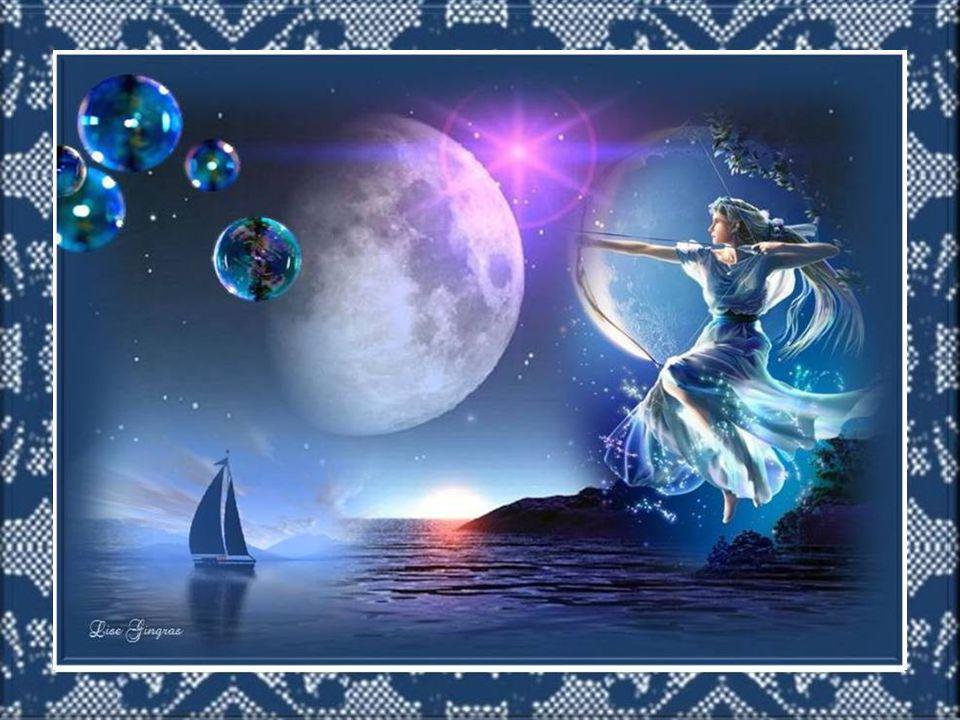 Le jour s'endort et implore devant son agonie; La lune se pointe un peu avant la nuit; On dirait que le ciel et la terre en secret Fredonnent ensemble un dernier couplet…
