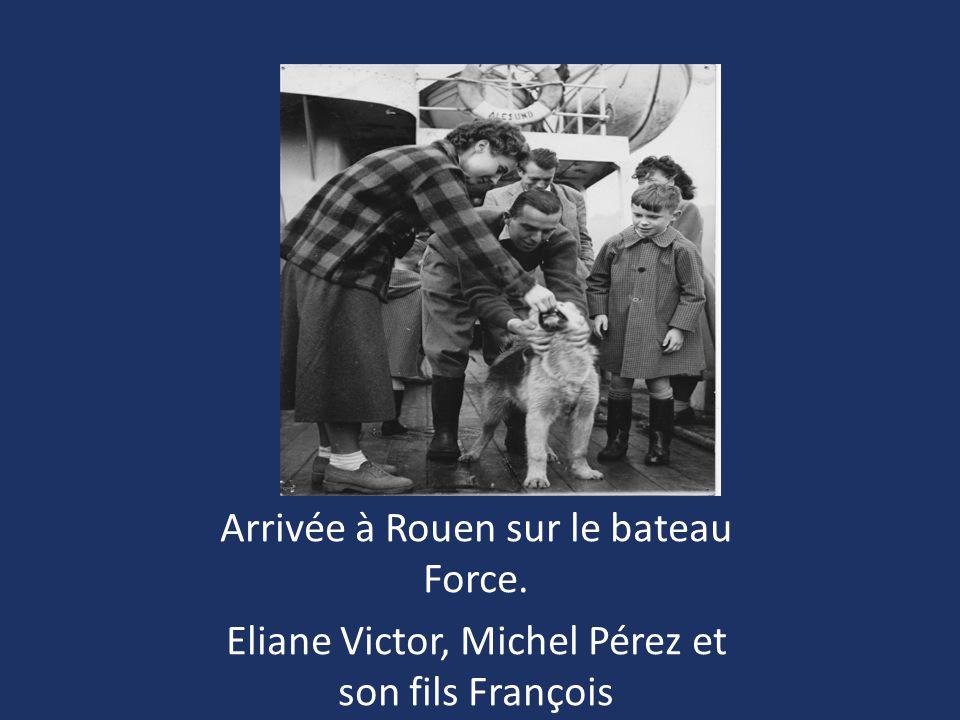 Arrivée à Rouen sur le bateau Force. Eliane Victor, Michel Pérez et son fils François