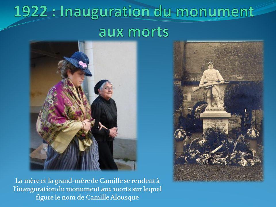 La mère et la grand-mère de Camille se rendent à l'inauguration du monument aux morts sur lequel figure le nom de Camille Alousque