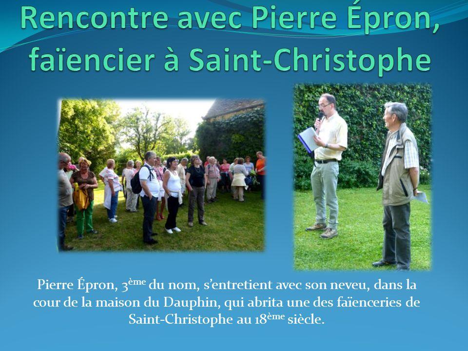 Pierre Épron, 3 ème du nom, s'entretient avec son neveu, dans la cour de la maison du Dauphin, qui abrita une des faïenceries de Saint-Christophe au 18 ème siècle.