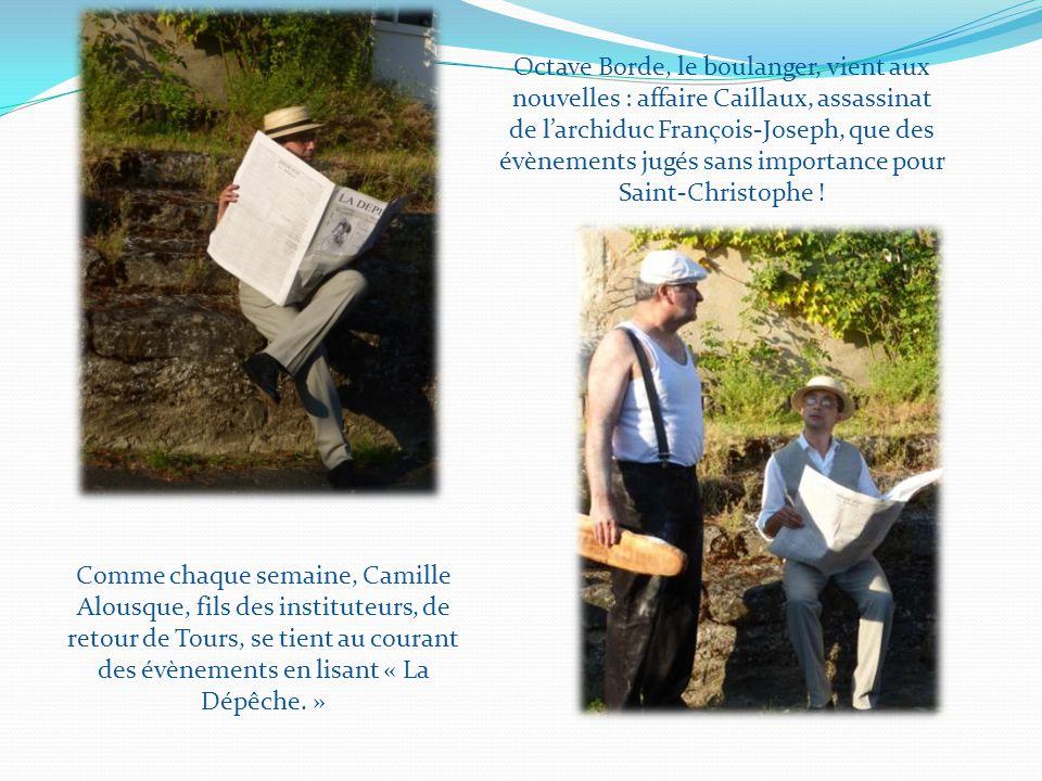 Comme chaque semaine, Camille Alousque, fils des instituteurs, de retour de Tours, se tient au courant des évènements en lisant « La Dépêche.