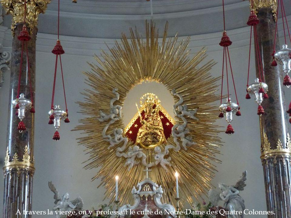 A travers la vierge, on y professait le culte de Notre-Dame des Quatre Colonnes.