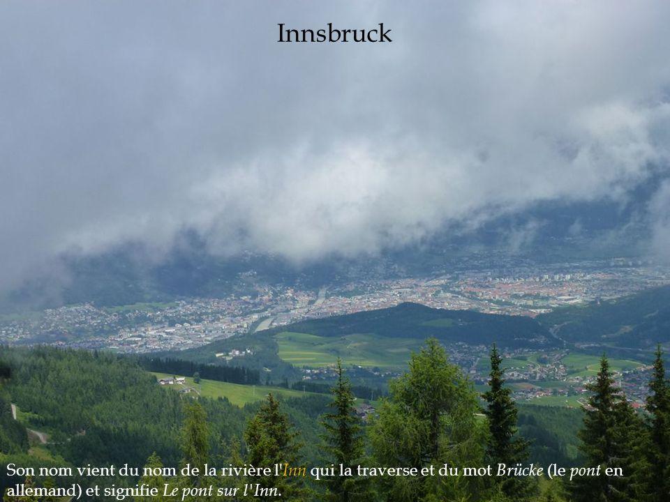 Son nom vient du nom de la rivière l' Inn qui la traverse et du mot Brücke (le pont en allemand) et signifie Le pont sur l'Inn. Innsbruck