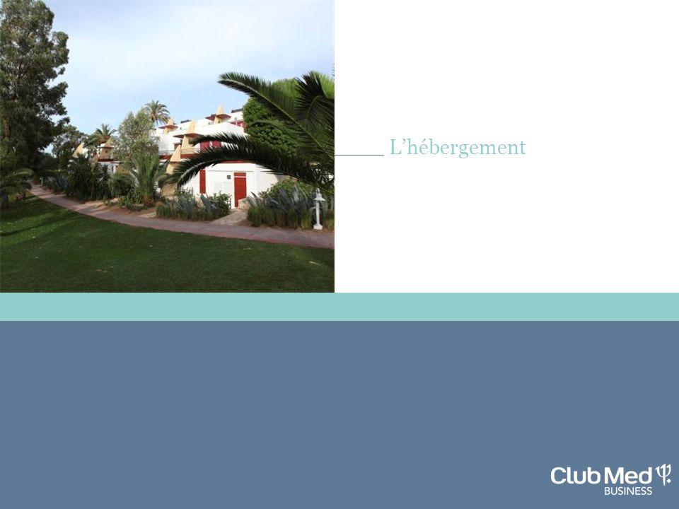 L'Hébergement L'hébergement Village de 374 chambres exclusivement en bungalows de 2 étages, situés entre la mer et les jardins.