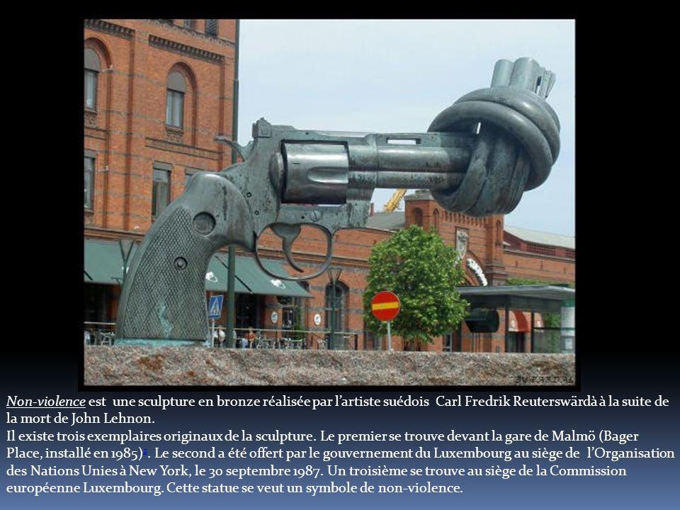 Non-violence est une sculpture en bronze réalisée par l'artiste suédois Carl Fredrik Reuterswärdà à la suite de la mort de John Lehnon.