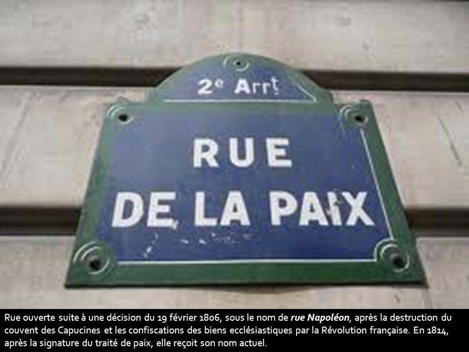 Rue ouverte suite à une décision du 19 février 1806, sous le nom de rue Napoléon, après la destruction du couvent des Capucines et les confiscations des biens ecclésiastiques par la Révolution française.