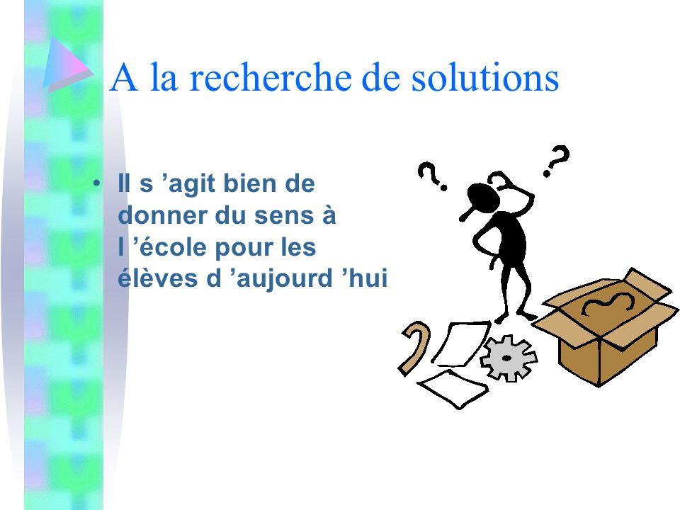 Séparation nette entre conception (réflexion) et fabrication (action).