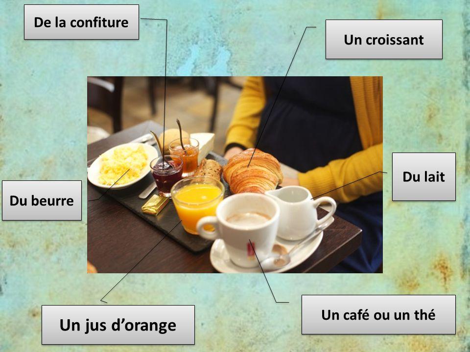 Un croissant De la confiture Du beurre Un jus d'orange Du lait Un café ou un thé