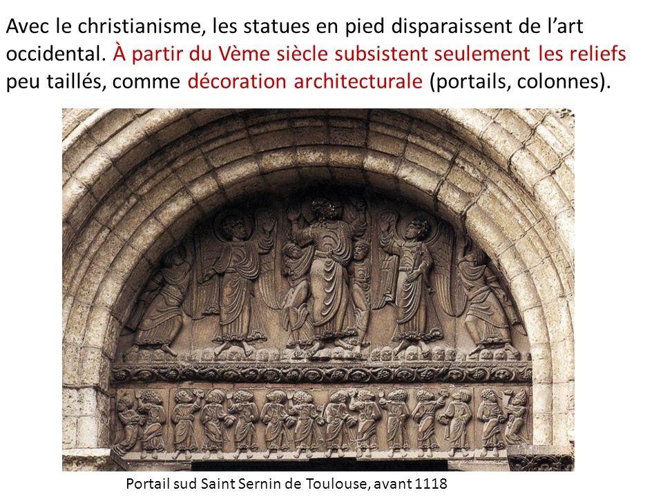 Avec le christianisme, les statues en pied disparaissent de l'art occidental.