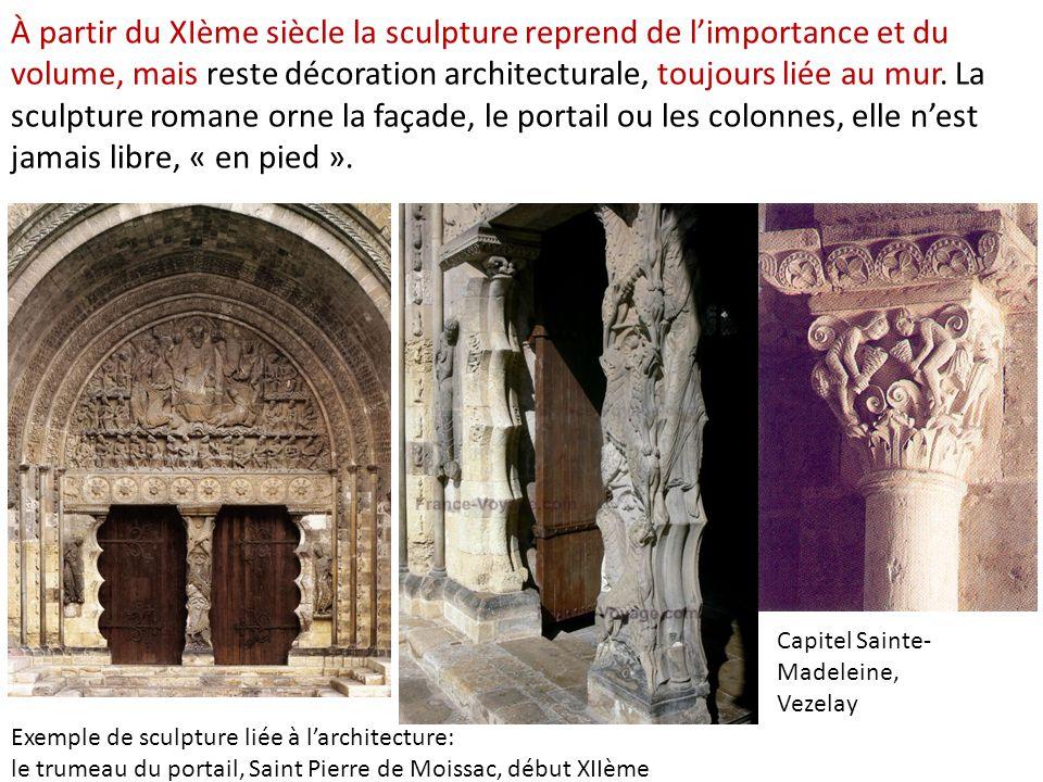 À partir du XIème siècle la sculpture reprend de l'importance et du volume, mais reste décoration architecturale, toujours liée au mur.