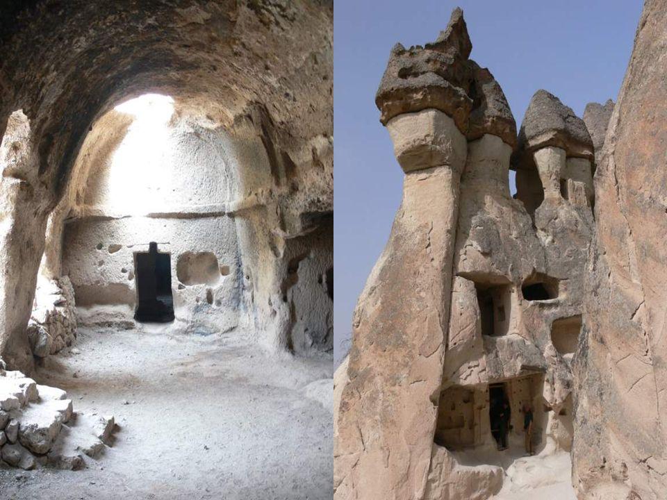 La Cappadoce est connue pour ses habitaions troglodytiques.