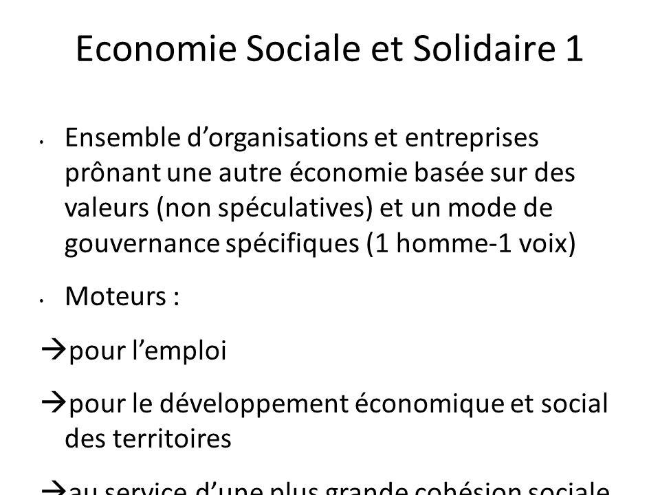 Economie Sociale et Solidaire 1 Ensemble d'organisations et entreprises prônant une autre économie basée sur des valeurs (non spéculatives) et un mode de gouvernance spécifiques (1 homme-1 voix) Moteurs :  pour l'emploi  pour le développement économique et social des territoires  au service d'une plus grande cohésion sociale