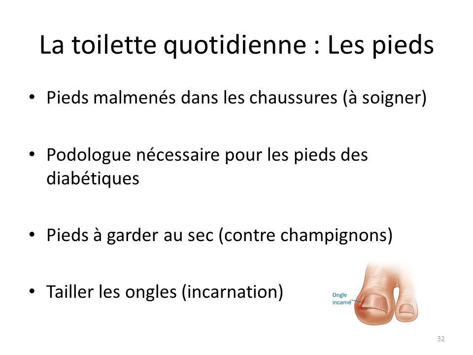 La toilette quotidienne : Les pieds Pieds malmenés dans les chaussures (à soigner) Podologue nécessaire pour les pieds des diabétiques Pieds à garder