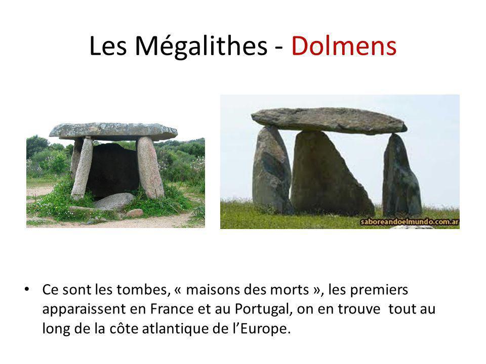 Les Mégalithes - Dolmens Ce sont les tombes, « maisons des morts », les premiers apparaissent en France et au Portugal, on en trouve tout au long de l