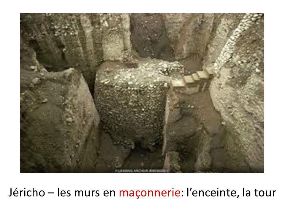 Peu de vestiges De cette période, nous avons surtout retrouvé des objets utilitaires, des outils et vases en argile décorés.