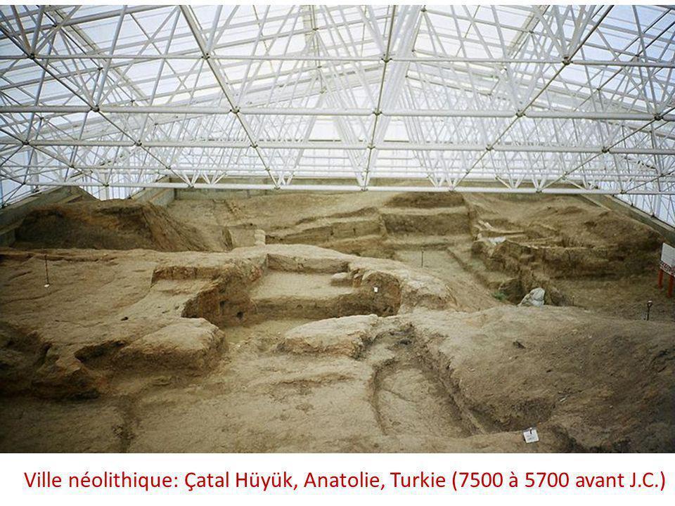 Çatal Hüyük (Чаталхијик, Турска), (7500 à 5700 avant J.C.) – reconstruction de la ville néolithique: accès aux habitations est par le toit, il n'y a pas de rues.