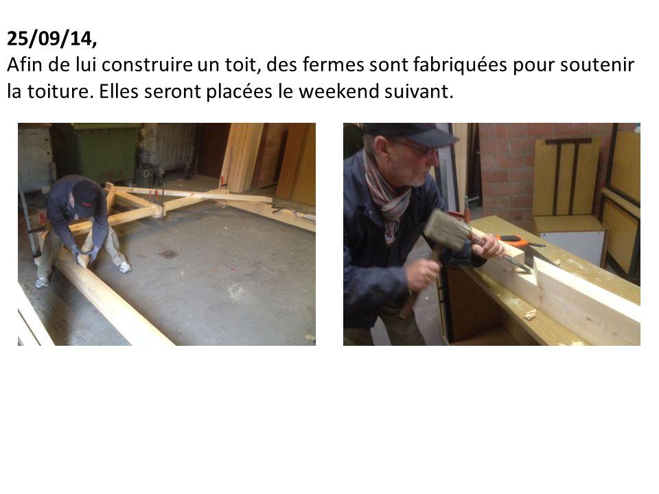 25/09/14, Afin de lui construire un toit, des fermes sont fabriquées pour soutenir la toiture.
