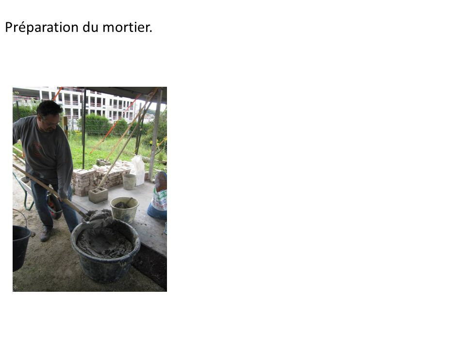 19/08/14. Construction du dôme du four à pain.