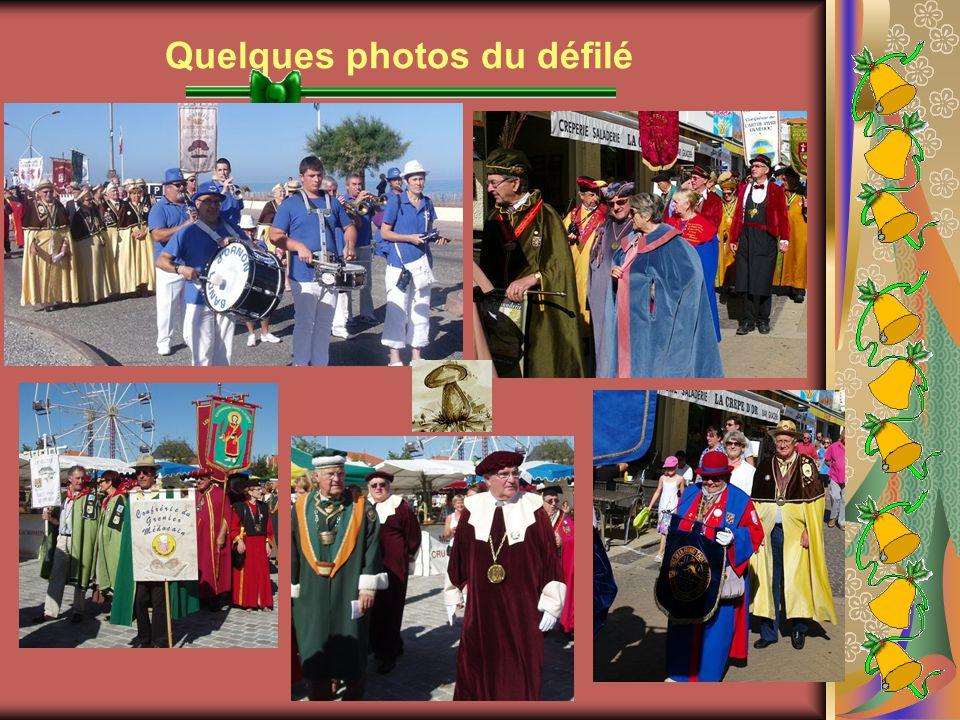 Groupe des Confréries devant l'Hôtel de Ville de Soulac-sur-Mer