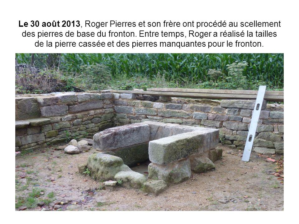 Le 30 août 2013, Roger Pierres et son frère ont procédé au scellement des pierres de base du fronton. Entre temps, Roger a réalisé la tailles de la pi