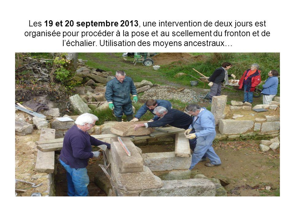 Les 19 et 20 septembre 2013, une intervention de deux jours est organisée pour procéder à la pose et au scellement du fronton et de l'échalier. Utilis