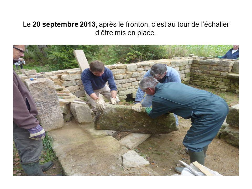 Le 20 septembre 2013, après le fronton, c'est au tour de l'échalier d'être mis en place.