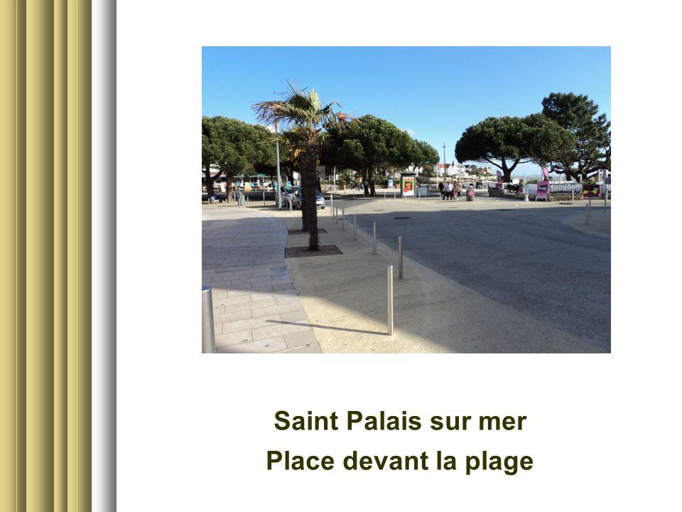 Saint Palais sur mer Place devant la plage