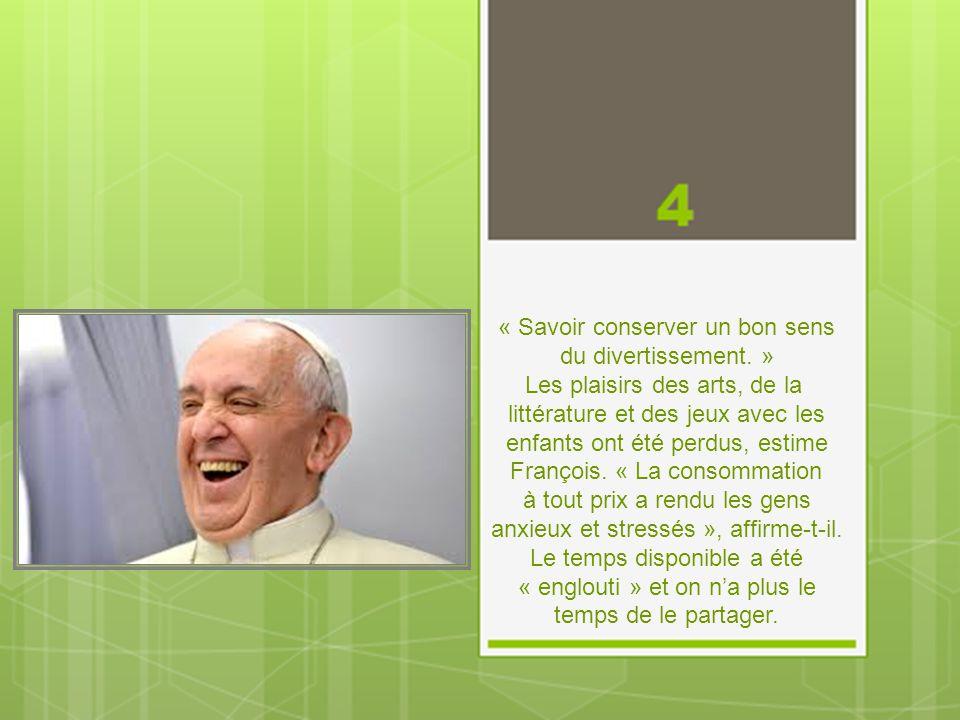 « Procédez calmement. » Le Pape cite le romancier argentin Ricardo Guiraldes qui utilisait l'image d'un fleuve avançant lentement pour décrire la viei