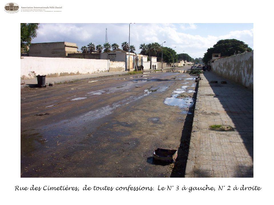 Rue des Cimetières, de toutes confessions. Le N° 3 à gauche, N° 2 à droite