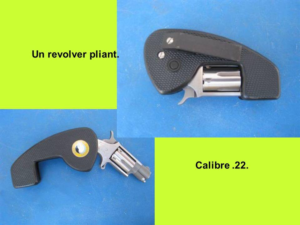 Un revolver pliant. Calibre.22.