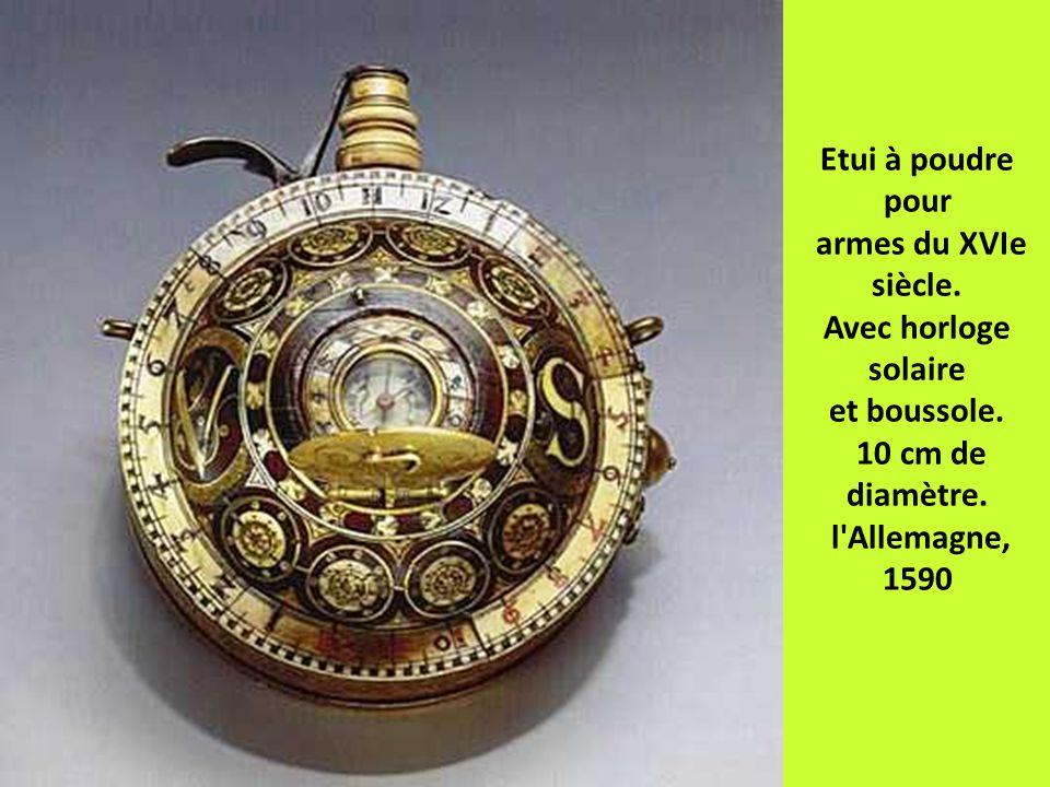Etui à poudre pour armes du XVIe siècle. Avec horloge solaire et boussole. 10 cm de diamètre. l'Allemagne, 1590